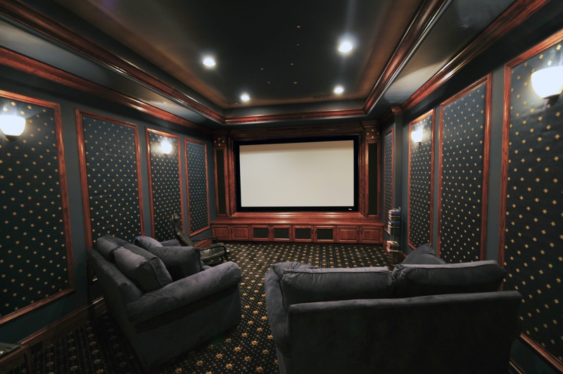 Wall Sconces Home Theater : How to Create a Home Theater Room - Decor and Lighting Tips from Fabby